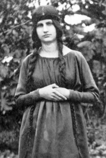 Jeanne-hebuterne-2-at-19-years-Amedeo-modiglian