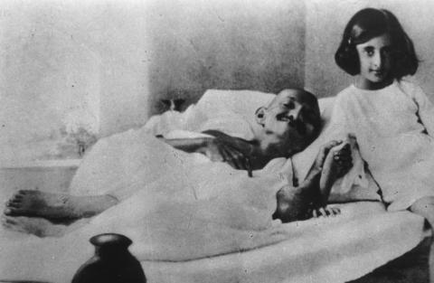 Gandhi_and_Indira_1924