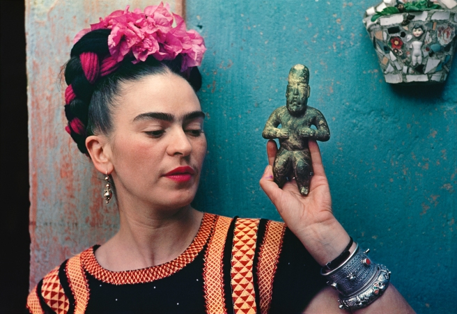 Frida-Kahlo-with-Olmec-figurine-1939.-Photograph-Nickolas-Muray.-©-Nickolas-Muray-Photo-Archives.jpg